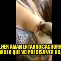 Mulher amamentando filhote de cachorro