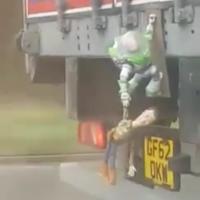 O Caminhão cheio de referências do filme Toy Story
